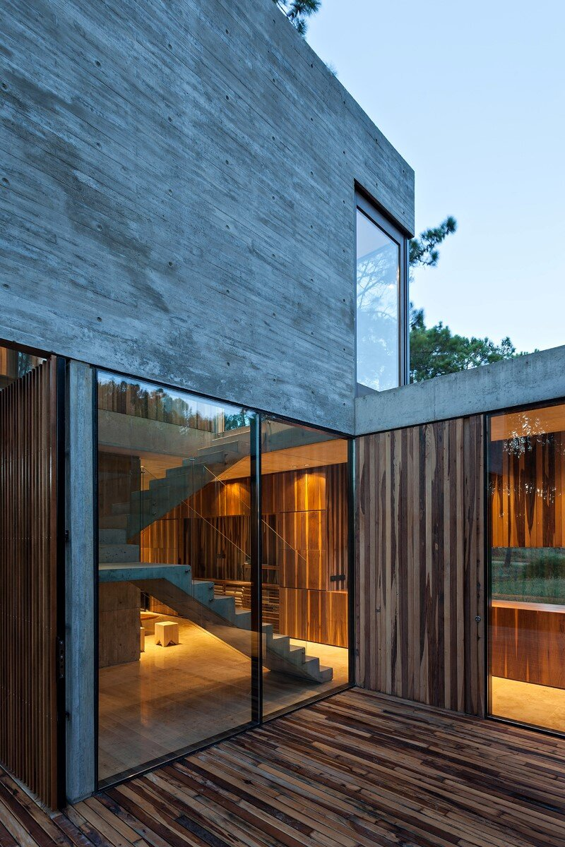 Concrete and wood harmoniously combined in Marino Pinamar House (19) (Custom)