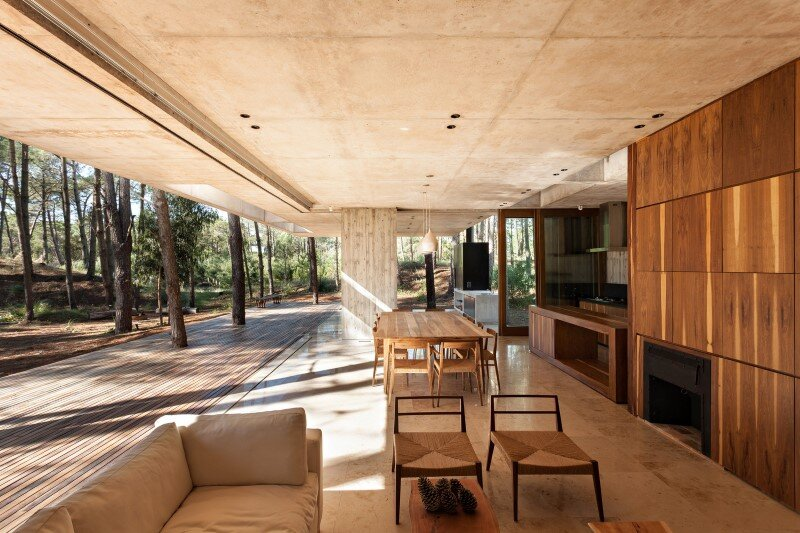 Concrete and wood harmoniously combined in Marino Pinamar House (2)