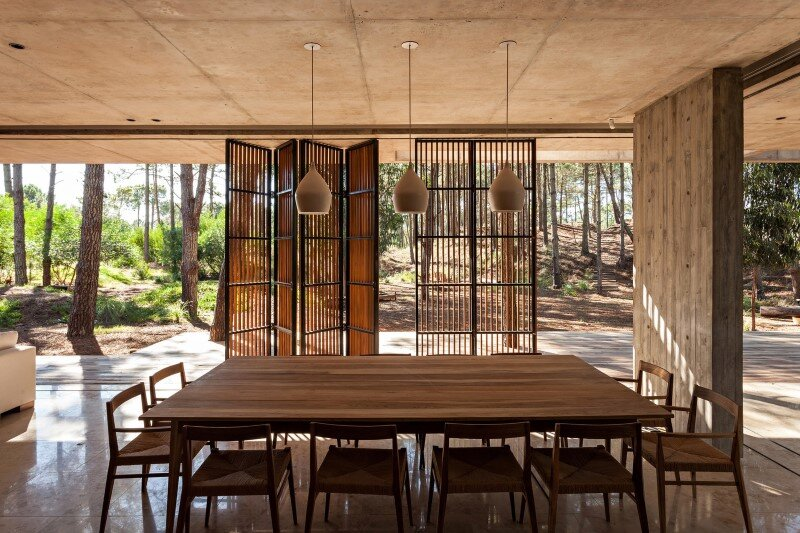 Concrete and wood harmoniously combined in Marino Pinamar House (5)