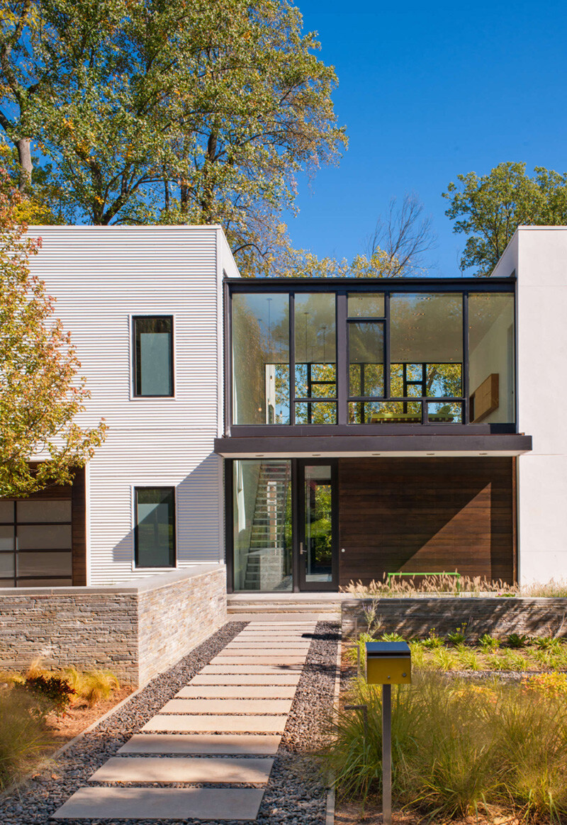 Energy-Efficient Prefab House Built in Just Two Days (10)