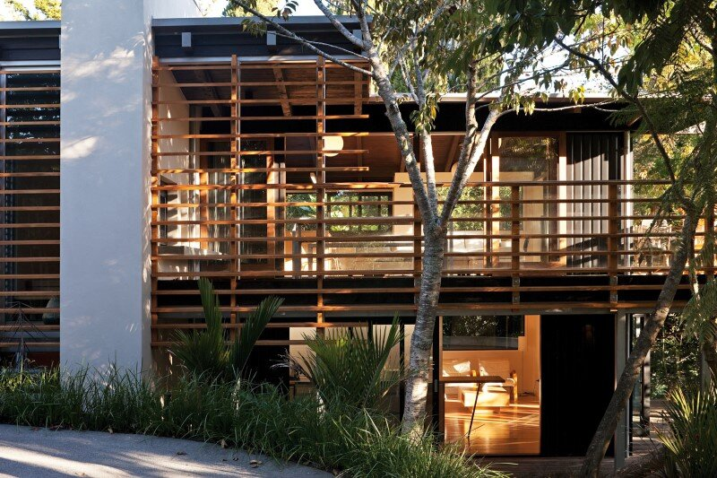 Glade House - modern home with low-pitched gabled roof, raking ceilings and exposed rafters (6)