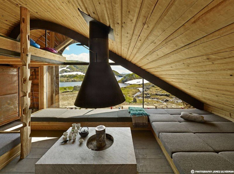 "Hunting lodge with a roof that ""grows out of"" landscape - Norwegian mountain cabin (5)"
