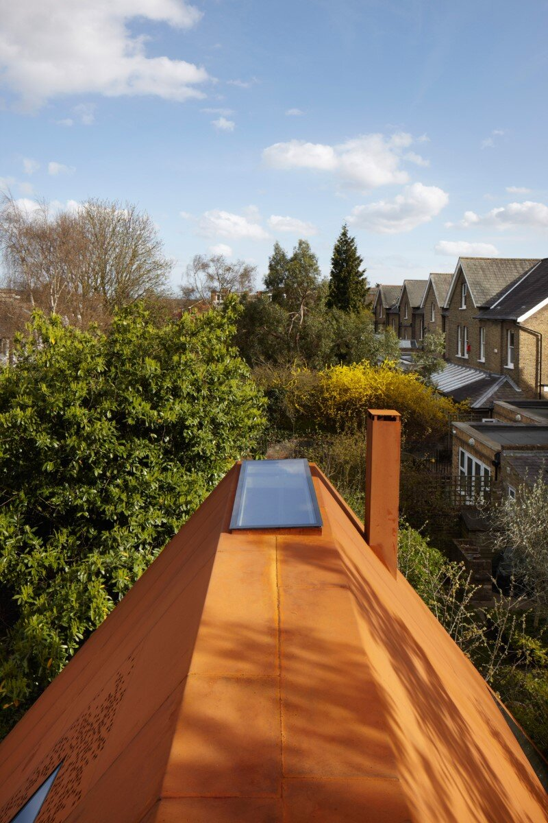 Kew House - family home formed of two sculptural volumes of weathering steel (5)