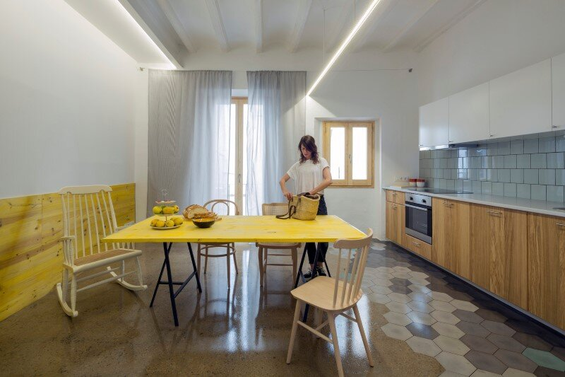 Loft bed is a good option for rooms with high ceilings G-ROC apartment in Barcelona (15)