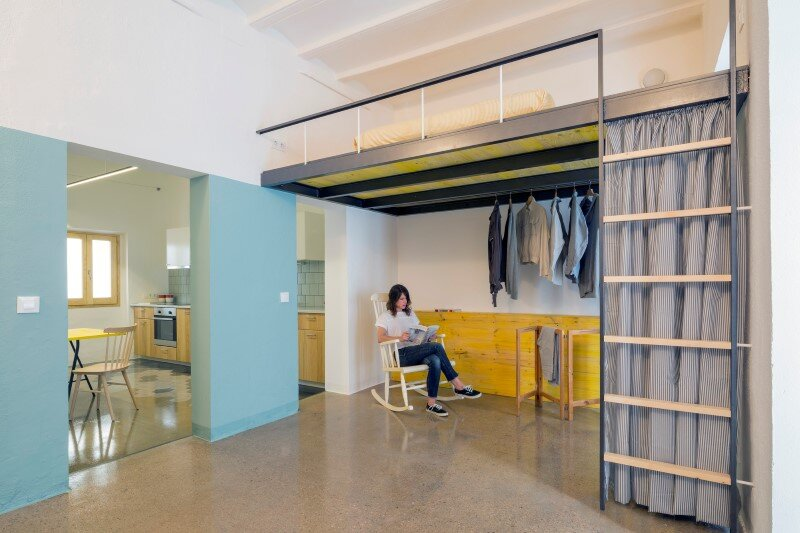 Loft bed is a good option for rooms with high ceilings G-ROC apartment in Barcelona (3)