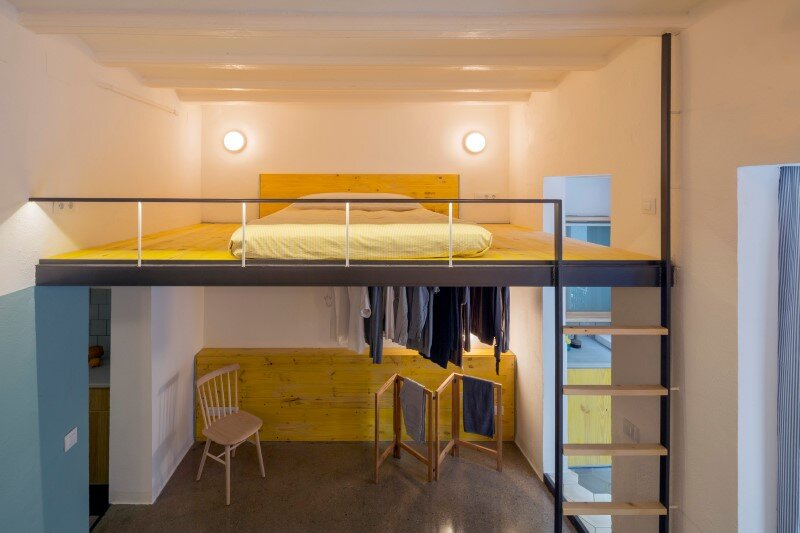 Loft bed is a good option for rooms with high ceilings G-ROC apartment in Barcelona (4)