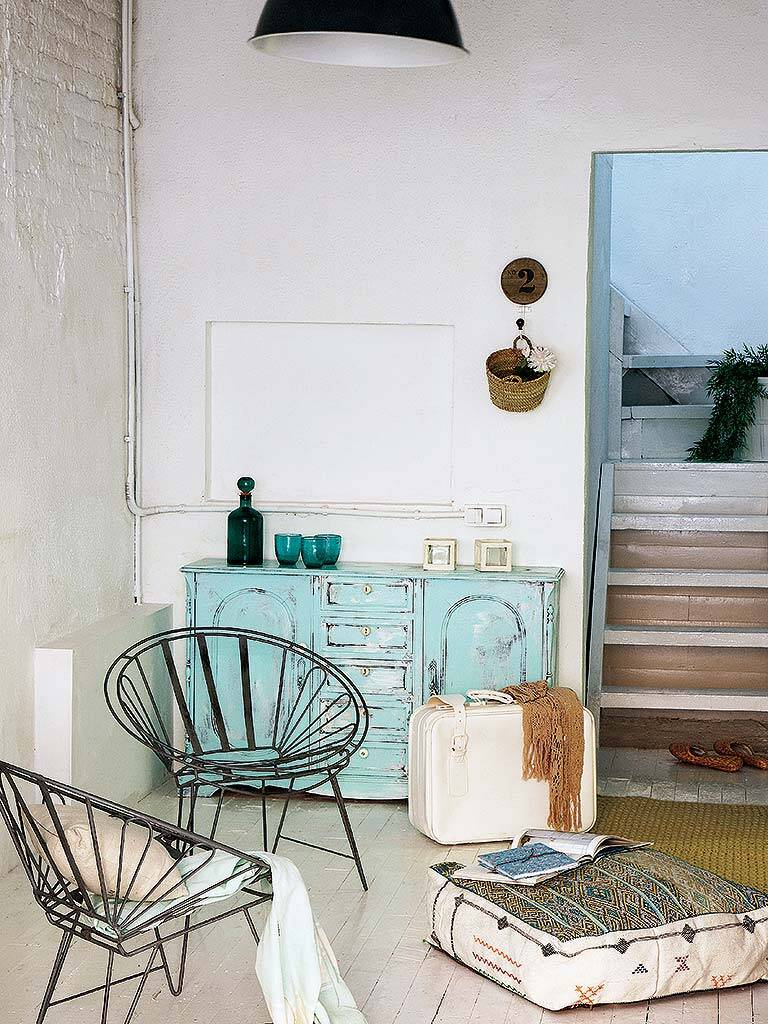 Mediterranean decor and freshness in this former garage in Barcelona (11)
