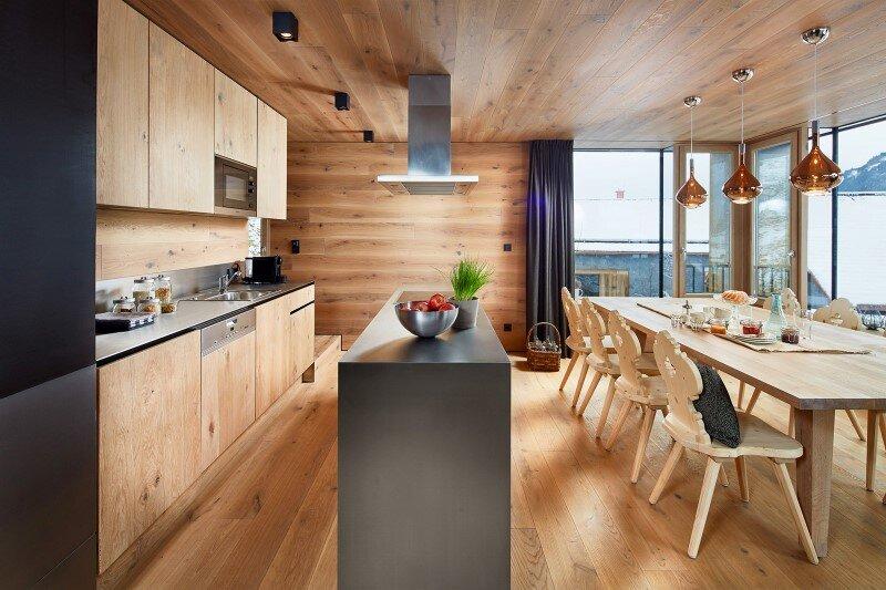 Mountain cottage interpreted in a modern way by Feuersinger Architektur (14)