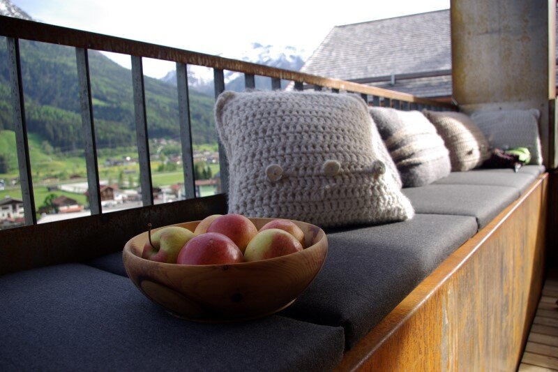 Mountain cottage interpreted in a modern way by Feuersinger Architektur (17)