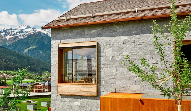 Mountain cottage interpreted in a modern way by Feuersinger Architektur (9)