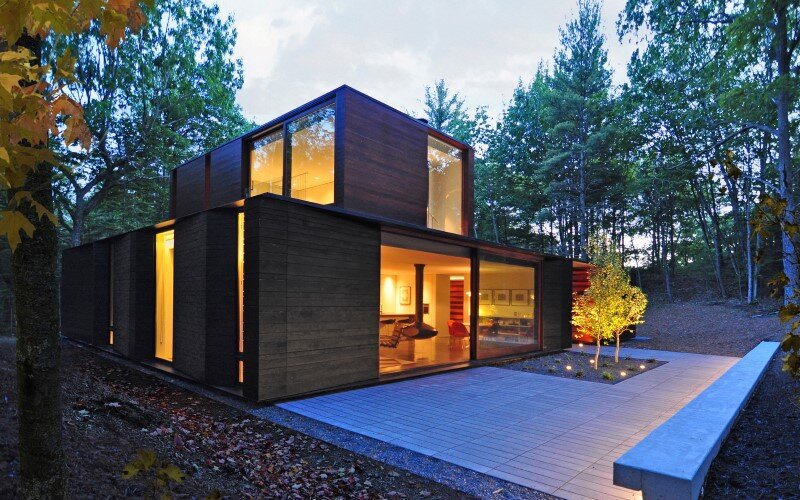 Pleated house - textured wood structure with a green roof (6)