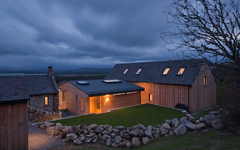Scottish cottage nestled on a hillside with panoramic views (10)