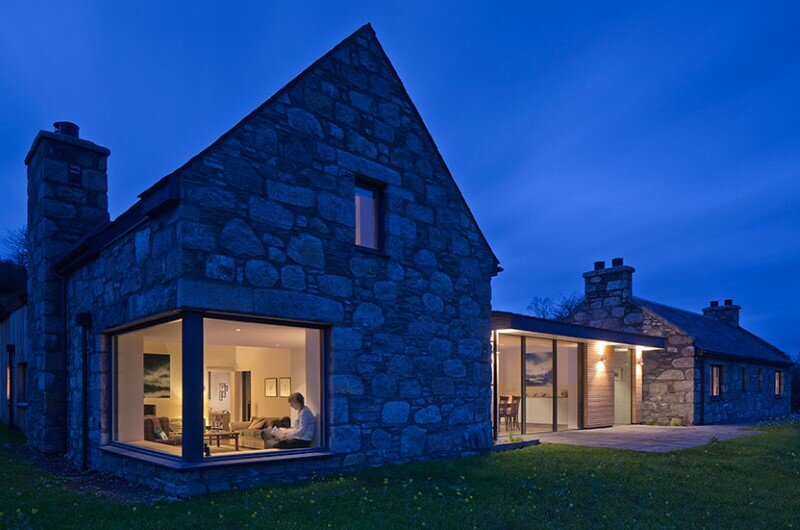 Scottish cottage nestled on a hillside with panoramic views (11)