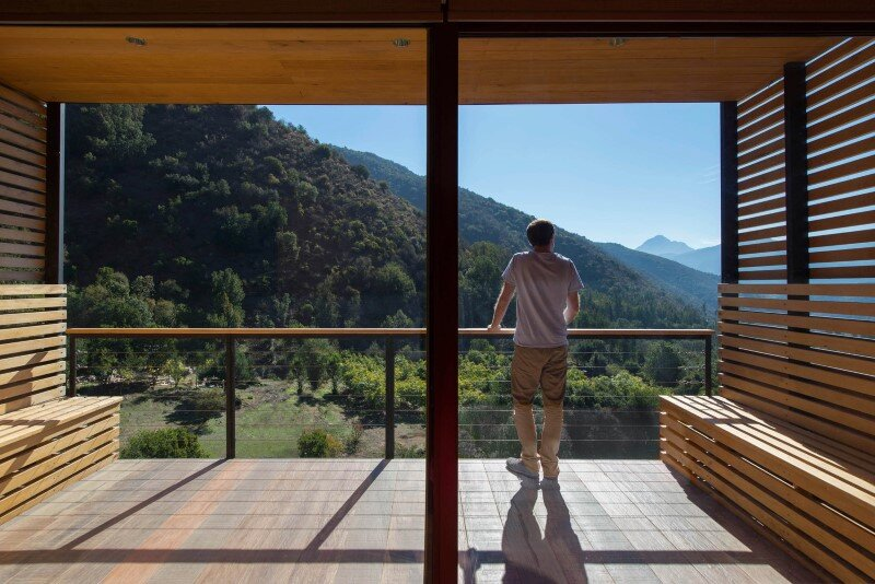 Seasonal spacious house with attractive interior balcony (10)