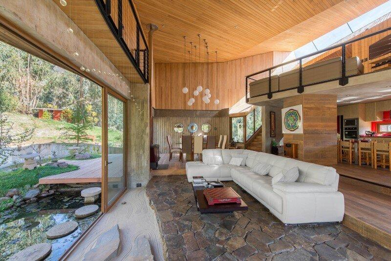 Seasonal spacious house with attractive interior balcony (11)