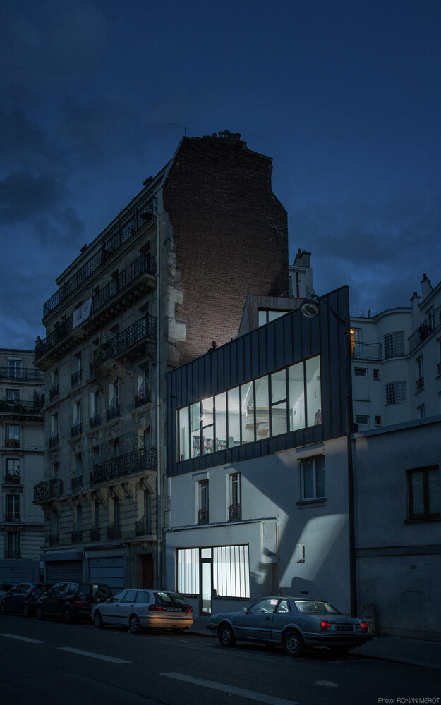 Small Parisian house with a singular geometry - Saganaki House (1)