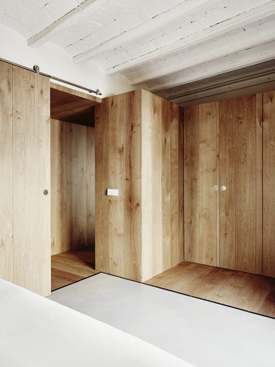 Borne apartment - modern décor combined with original wooden beams (7)