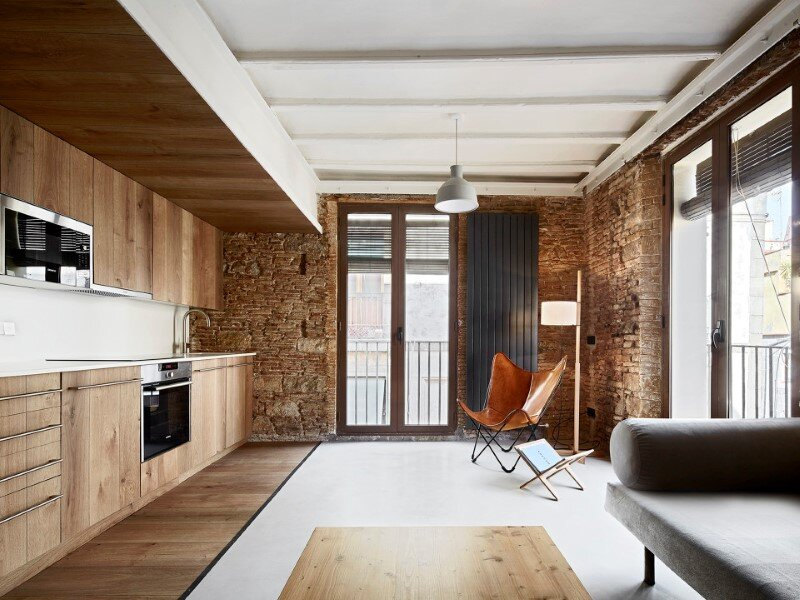 Borne apartment - modern décor combined with original wooden beams (9)
