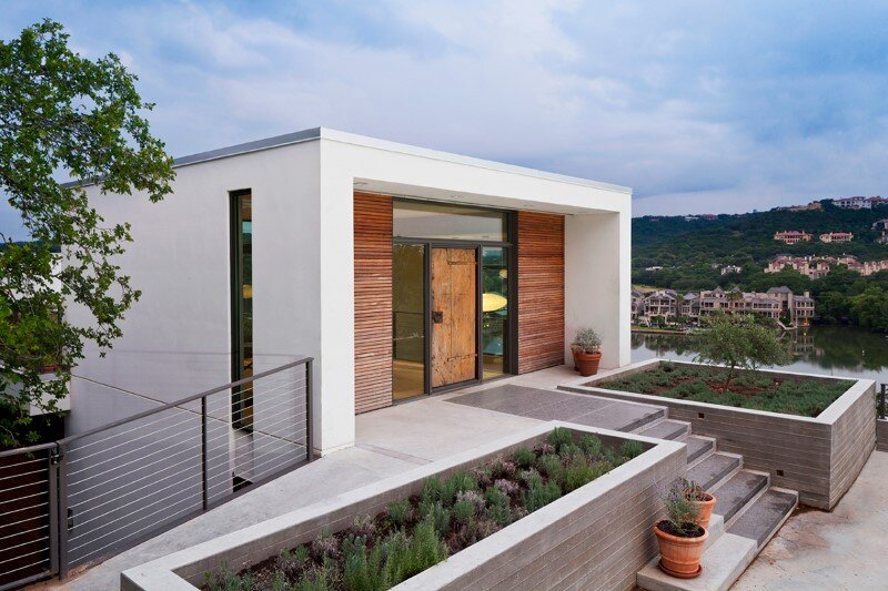 Cliff House - a residential renovation with a cliff-side view over Lake Austin (10)