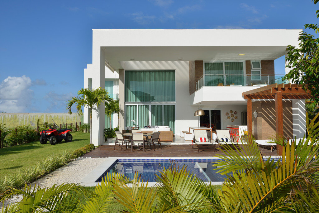Contemporary Beach House with Nautical Theme (1)