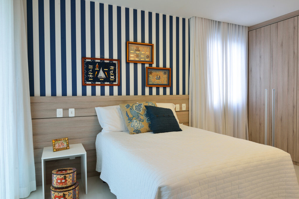 Modern Beach House with Nautical Theme (14)