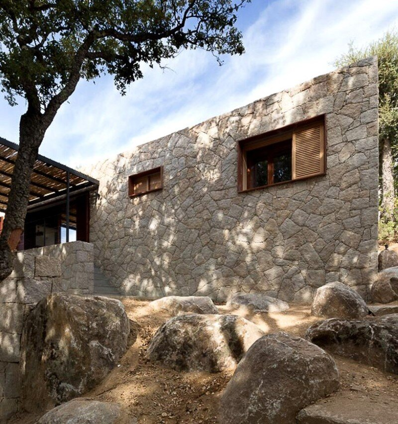 Contemporary Vernacular a holiday house in the South-East of Corsica (15)