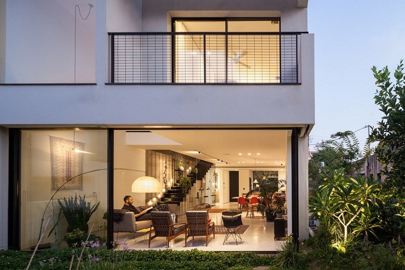Contemporary townhouse in Tel Aviv Mendelkern Residence by David Lebenthal (1)