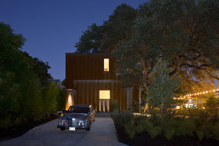Court & Corten House is inspired by the simple shapes of 1920's bungalows (26)