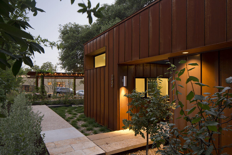 Court and Corten House is inspired by the simple shapes of 1920's bungalows (20)