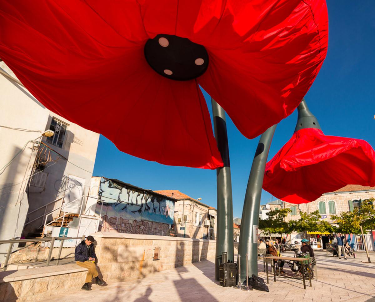 Dynamic Street Installation in Vallero Square in Jerusalem Giant Urban Flowers (1)