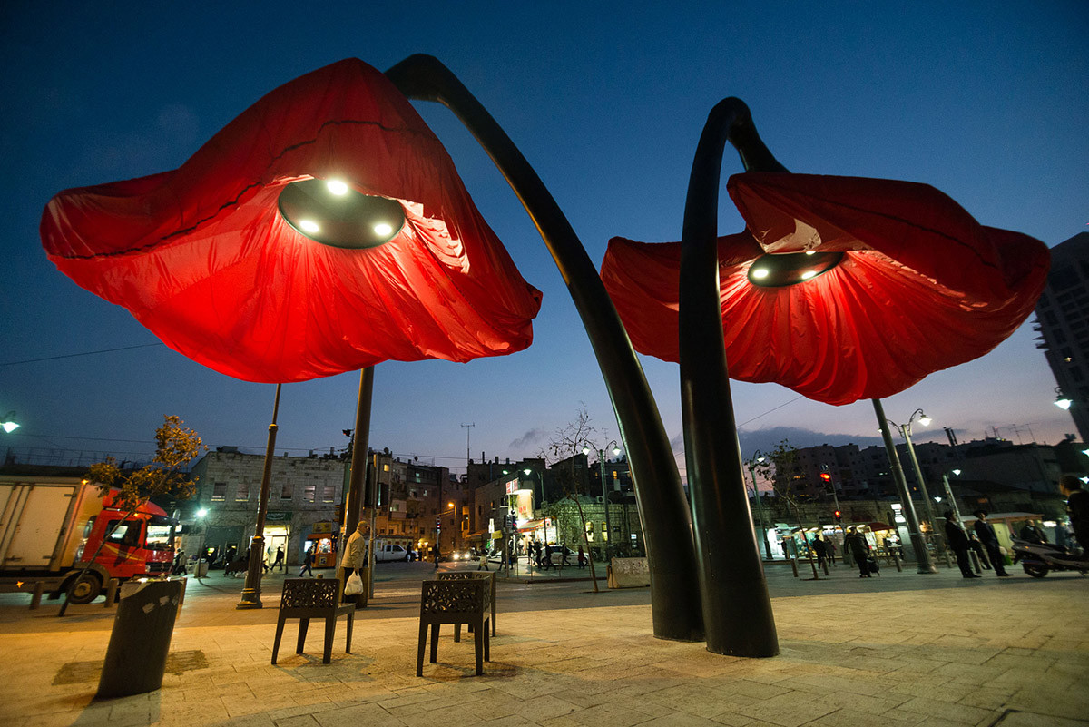 Dynamic Street Installation in Vallero Square in Jerusalem Giant Urban Flowers (12)