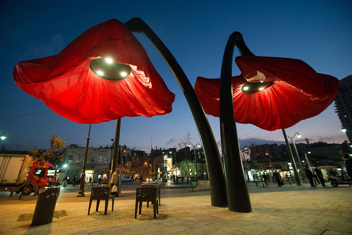 Dynamic Street Installation in Vallero Square in Jerusalem Giant Urban Flowers (12)