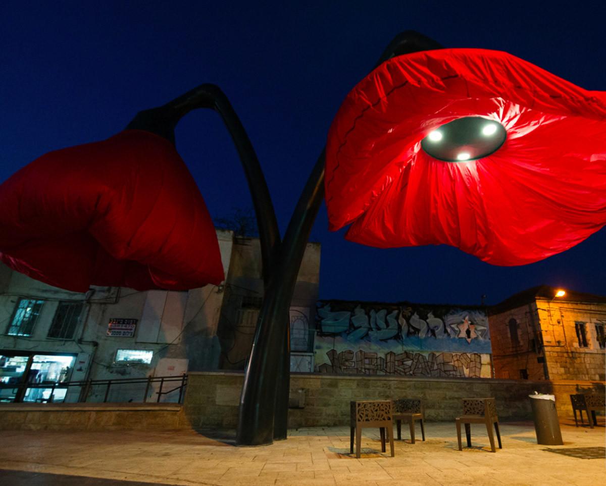 Dynamic Street Installation in Vallero Square in Jerusalem Giant Urban Flowers (2)