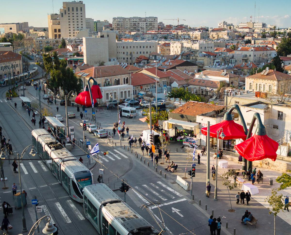 Dynamic Street Installation in Vallero Square in Jerusalem Giant Urban Flowers (8)