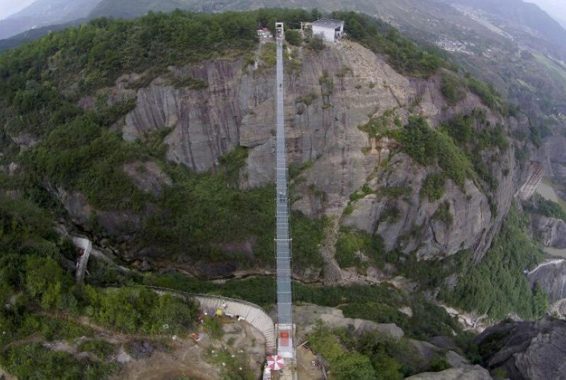 High-altitude suspension bridge made of glass opens in Hunan, China (10)