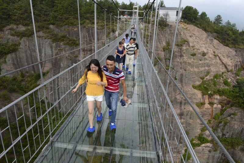 High-altitude glass-bottomed bridge (made of glass) opens in Hunan, China (3)