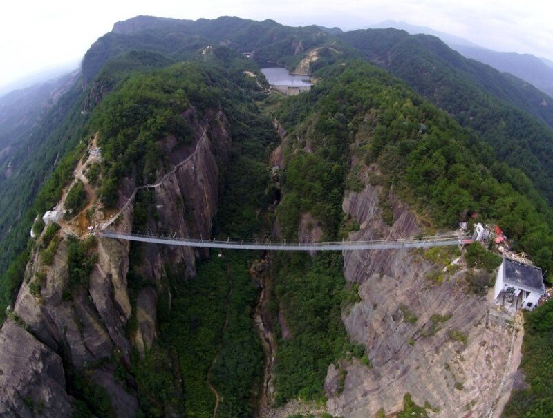 High-altitude suspension bridge made of glass opens in Hunan, China (4)