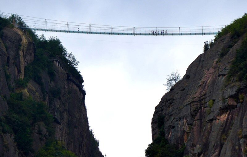 High-altitude glass-bottomed bridge (made of glass) opens in Hunan, China (8)