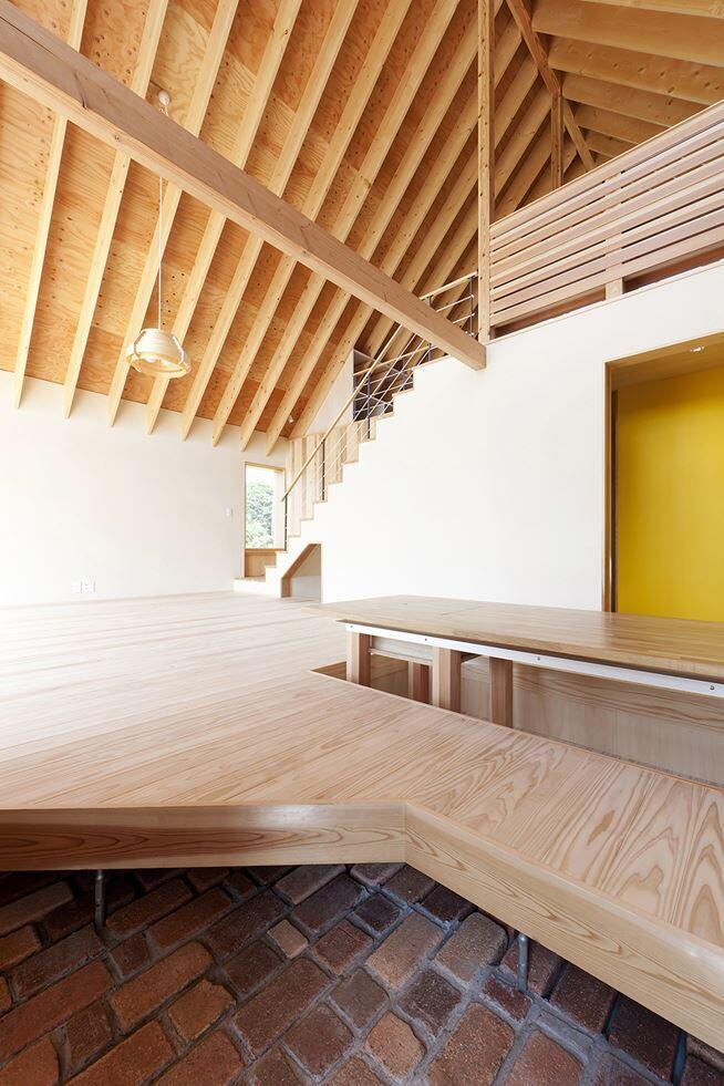 Kawagoe House is a Spacious Room Under a Large Gabled Roof (13)