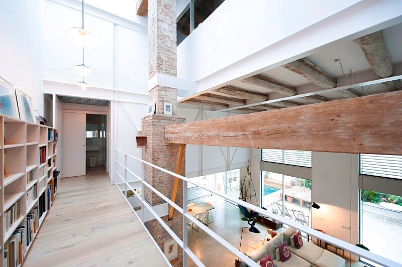 Last Old dairy farm in Barcelona converted in one single house (2)