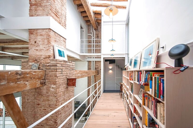 Last Old dairy farm in Barcelona converted in one single house (8)