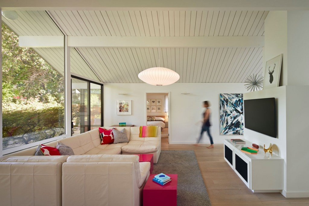 Minimalist Modern Design Meets Disco in This Palo Alto Eichler House (19)