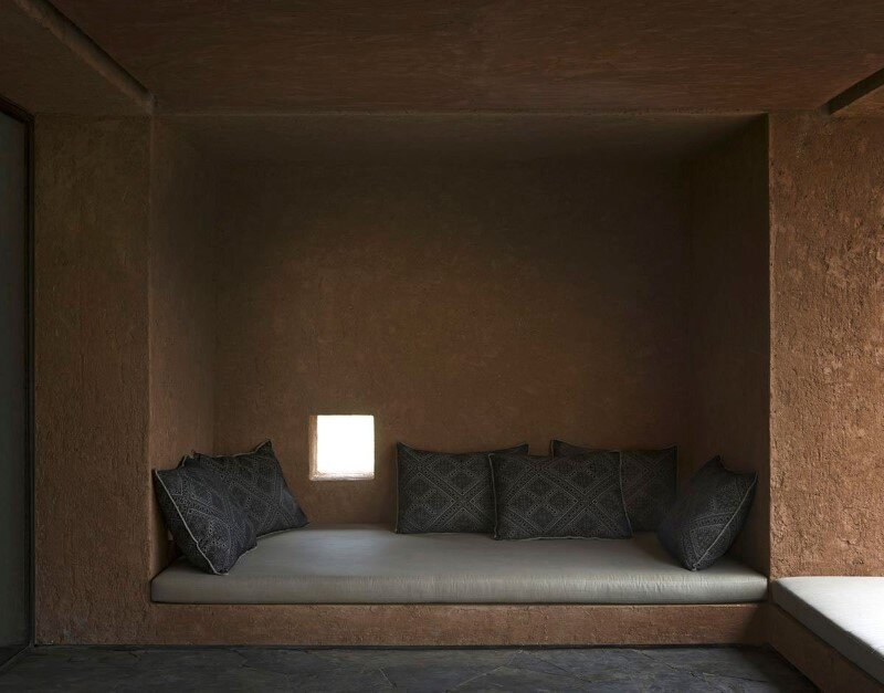 Minimalist mountain lodge designed by Studio Ko - Villa E (6)