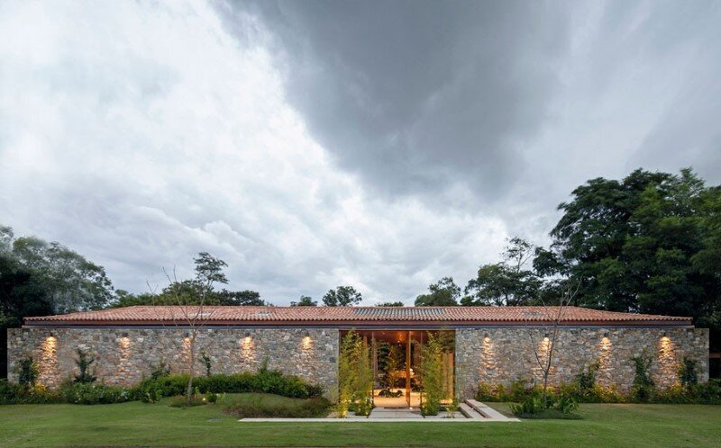 Modern country house with a Brazilian farm look (2)