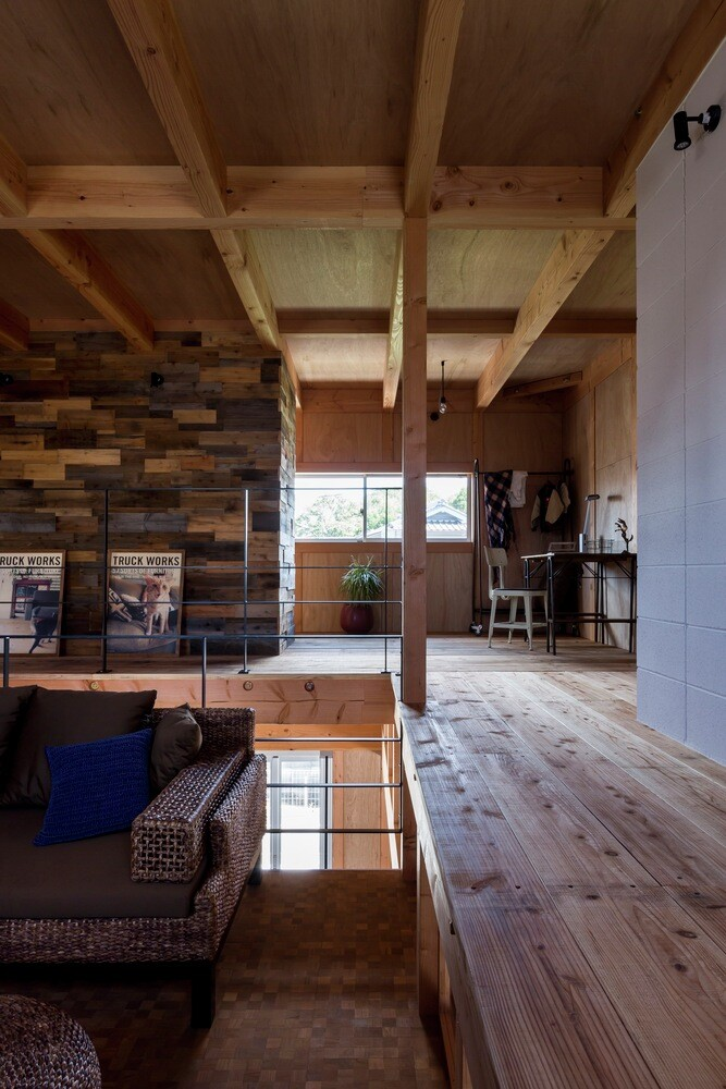 New house designed to look like a renovated warehouse (10)