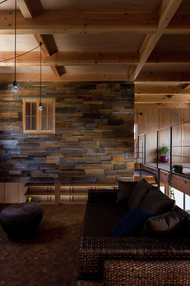 New house designed to look like a renovated warehouse (11)
