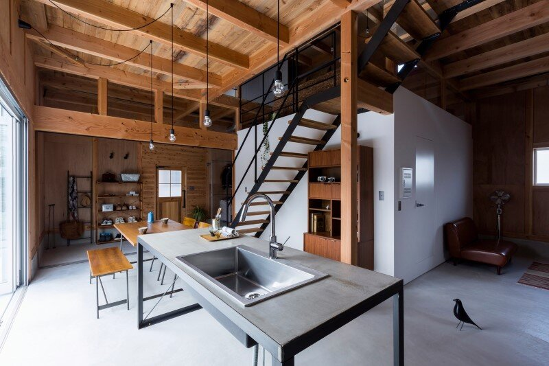 New house designed to look like a renovated warehouse (13)