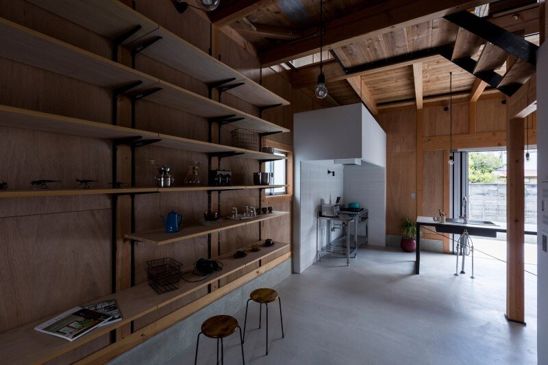 New house designed to look like a renovated warehouse (14)