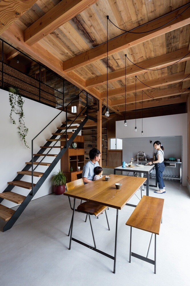 New house designed to look like a renovated warehouse (6)