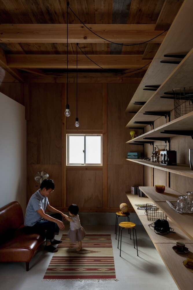 New house designed to look like a renovated warehouse (7)